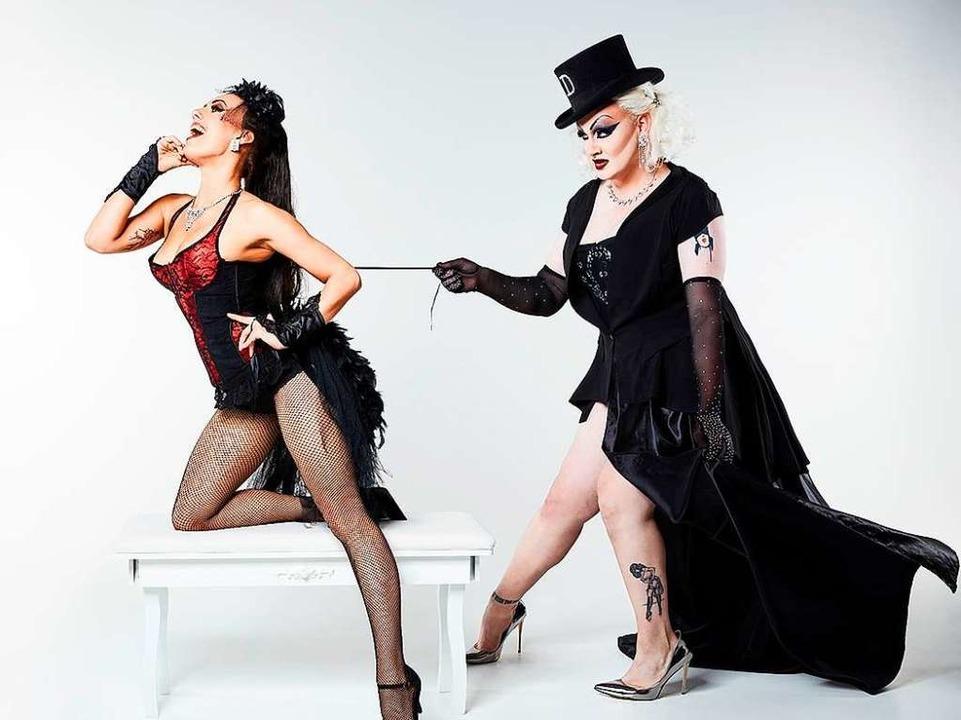 In der Theaterbar gibt Dark Cabaret un...que mit  Dita Whip und Elena La Gatta.    Foto: Christoph Nertz