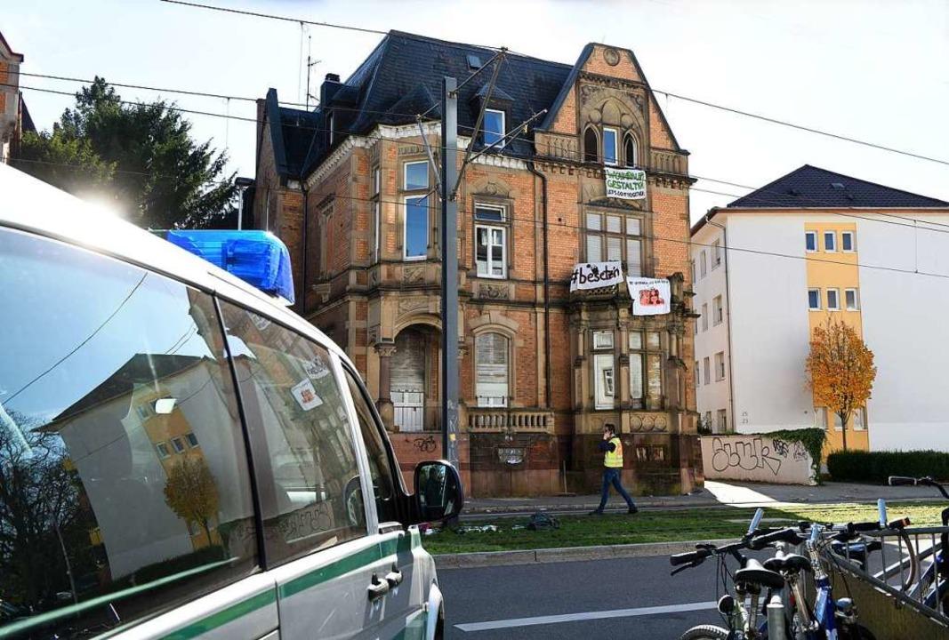 Das besetzte und abgesperrte Haus an der Kronenstraße    Foto: Rita Eggstein