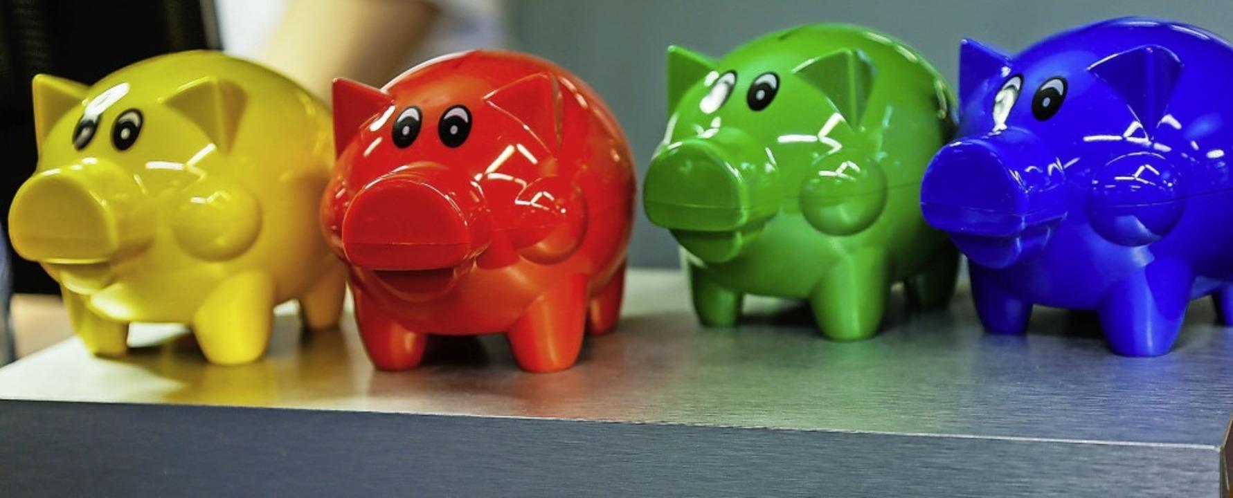 Neben den klassischen Sparschweinen ka...üten voller Erspartem zum Weltspartag.  | Foto: Sandra Decoux-Kone
