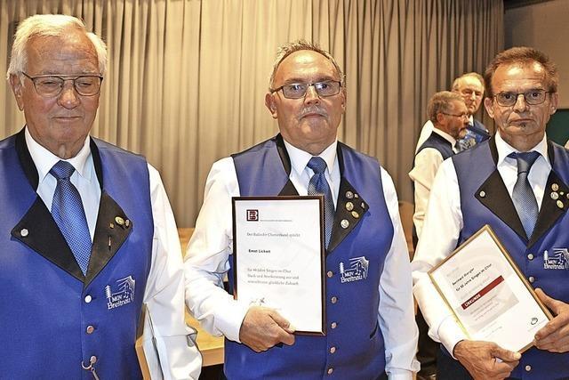 Chorverband ehrt drei Sänger