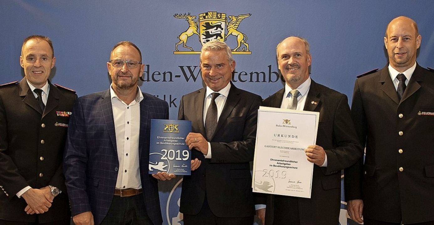 m Beisein von Feuerwehrkommandant Matt...cker Unternehmer Gerhard Gantert aus.   | Foto: Lichtgut/Leif Piechowski