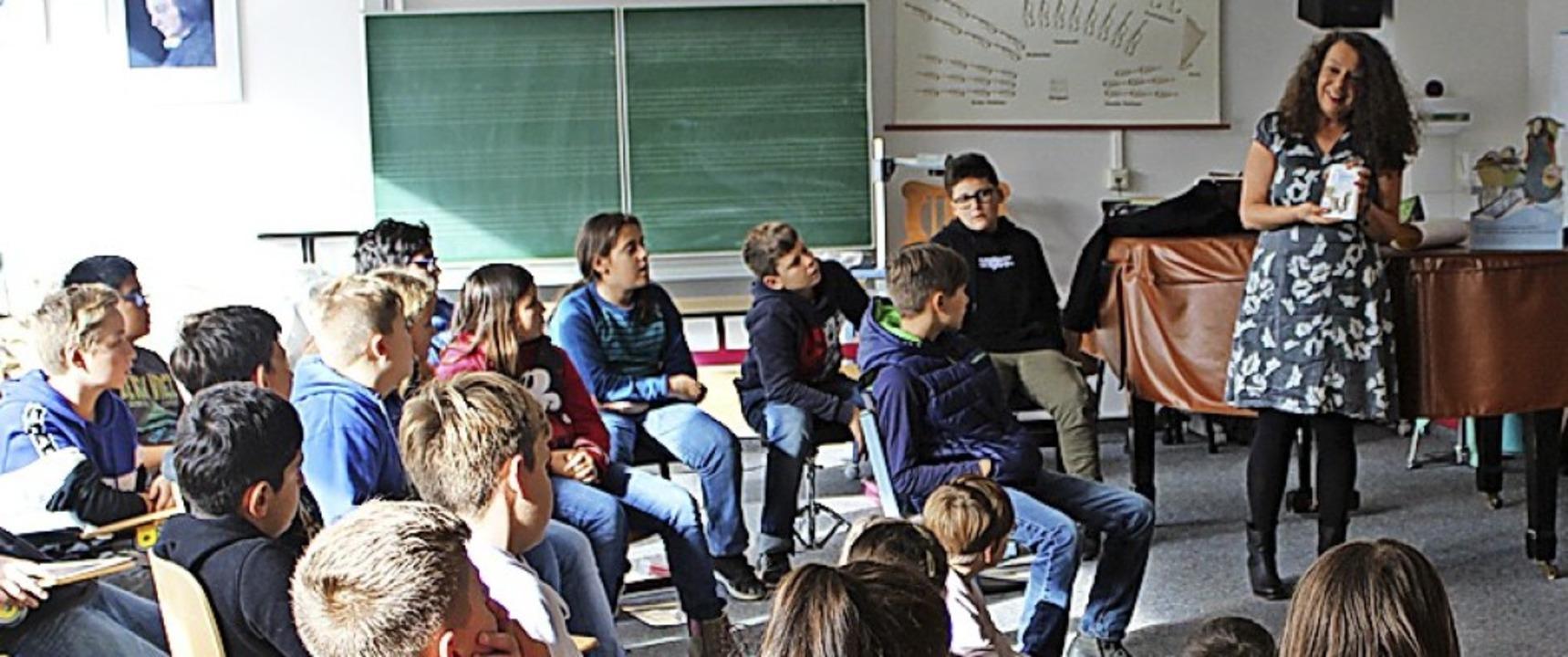 Kinderbuchautorin und Lesepatin Heidi ...ftsschule Oberes Wiesental in Schönau.  | Foto: Privat