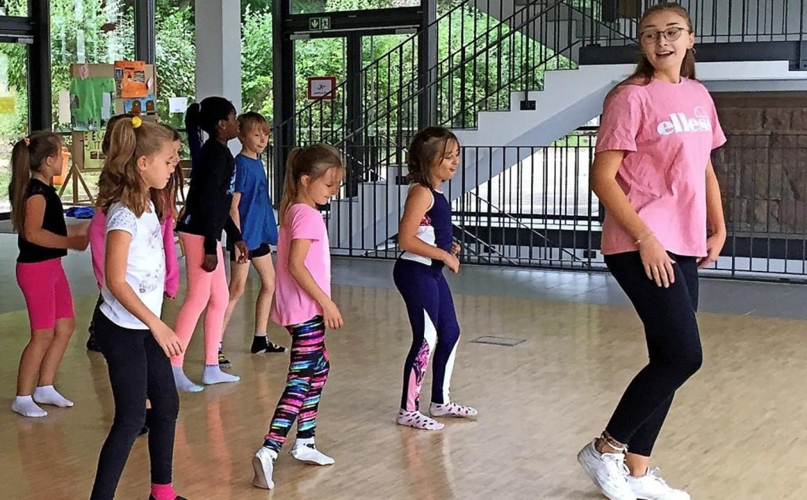 So eine Choreographie ist gar nicht so...e Klasse 4b zusammen mit Lina Franke.     Foto: Privat