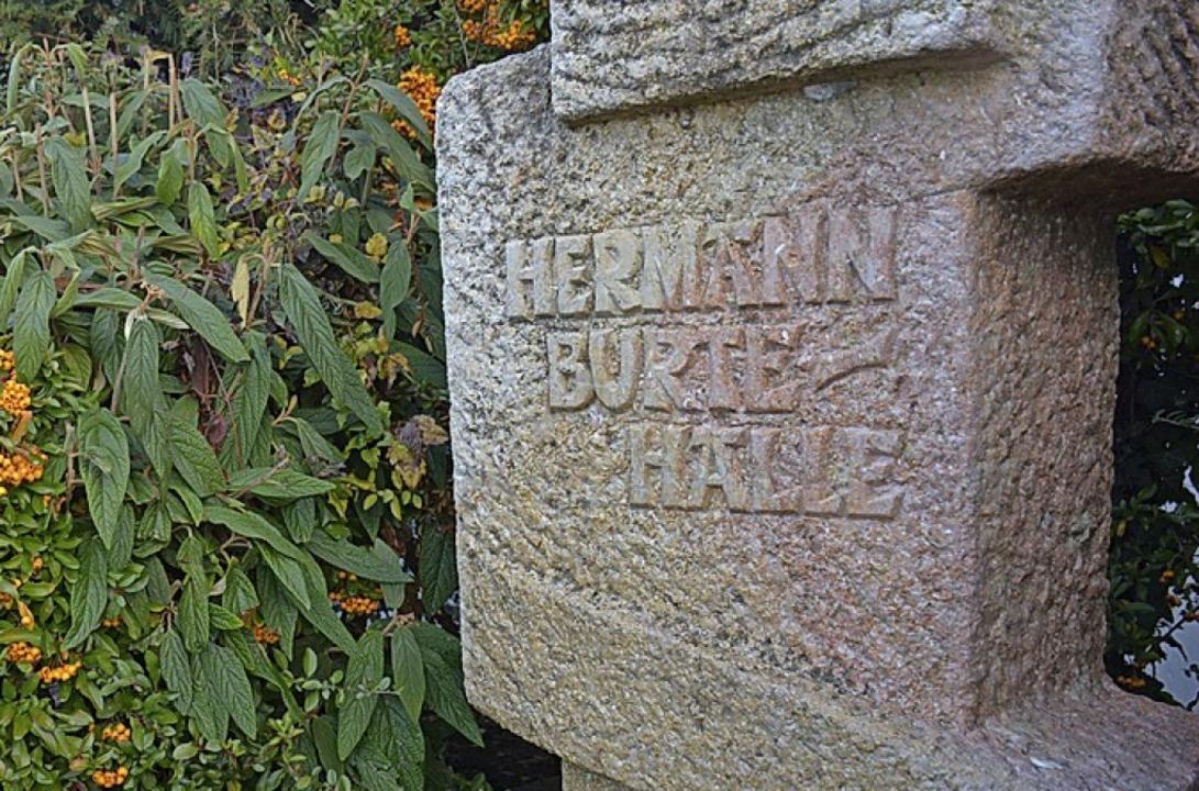 Die Halle in Efringen-Kirchen trägt  Burtes Namen.   | Foto: Hannes Lauber