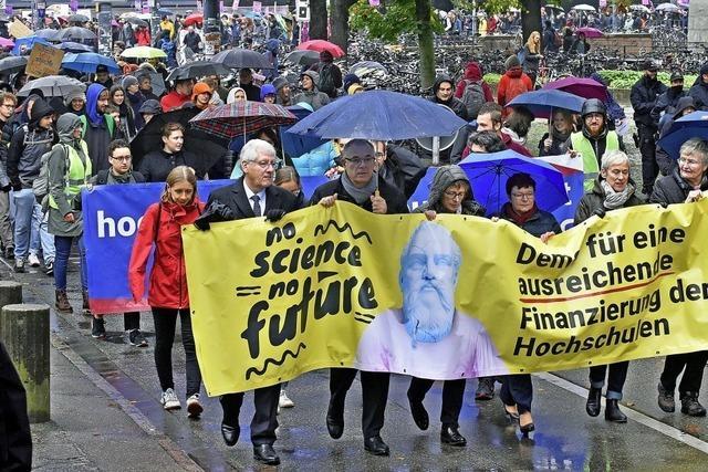 Universität protestiert: Zu wenig Geld