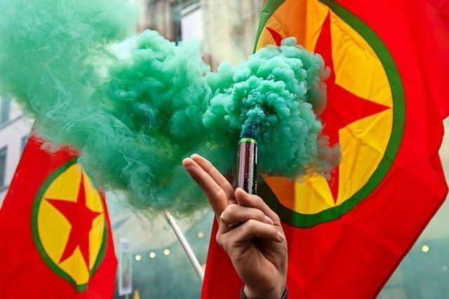 2000 Menschen demonstrieren friedlich in Basel gegen den Krieg im Rojava-Gebiet