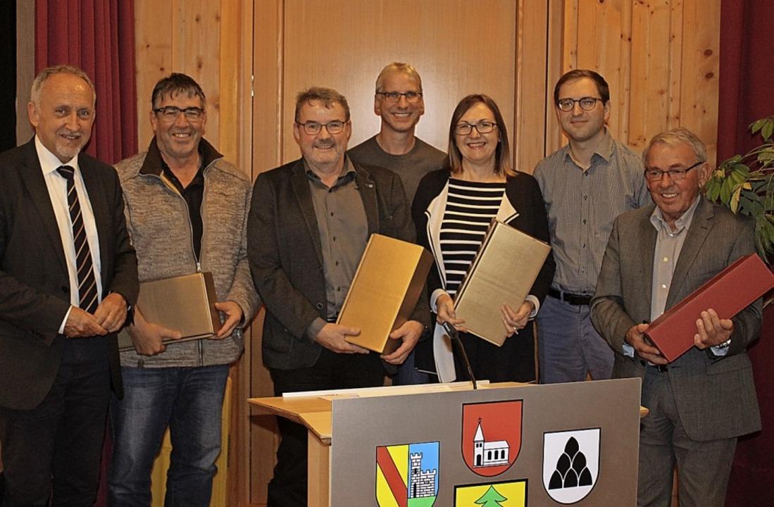 Bürgermeister Urban Singler dankte  Ro...n links). Thomas Kern war verhindert.   | Foto: Karin Heiß