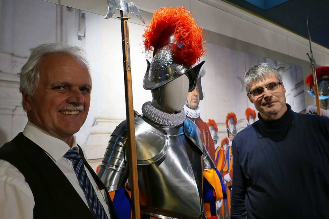 Heinz Armin Simonet (links), der Kurat...an Dörr schwärmen von ihren Exponaten.  | Foto: Nina Witwicki