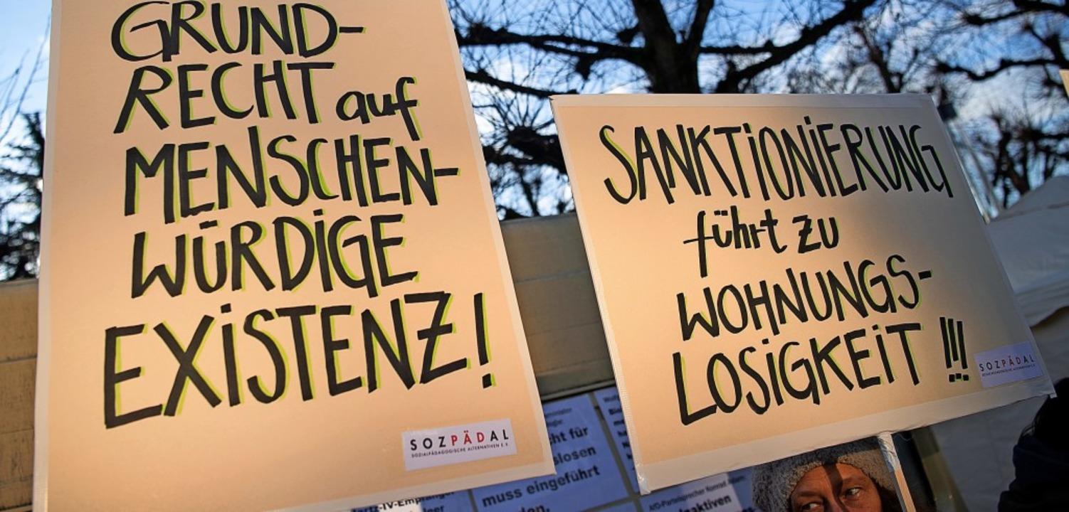 Protest gegen die Sanktionen vor dem B...bei der mündlichen Anhörung im Januar   | Foto: Sebastian Gollnow