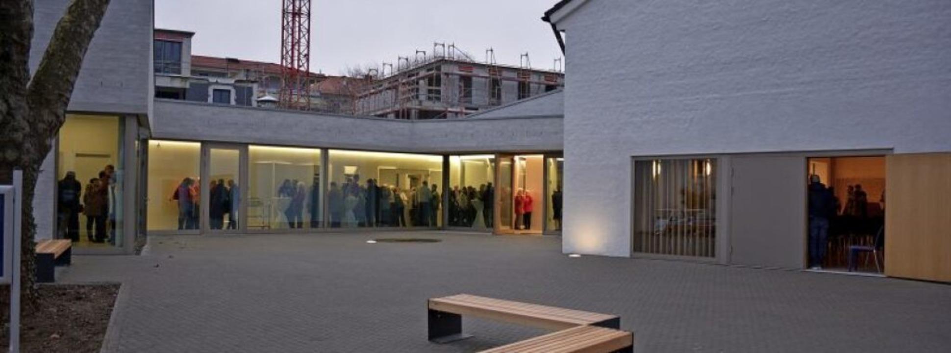 Das neue Gemeindezentrum bietet beste ...e Formen der Gemeinschaft im Glauben.     Foto: Hannes Lauber
