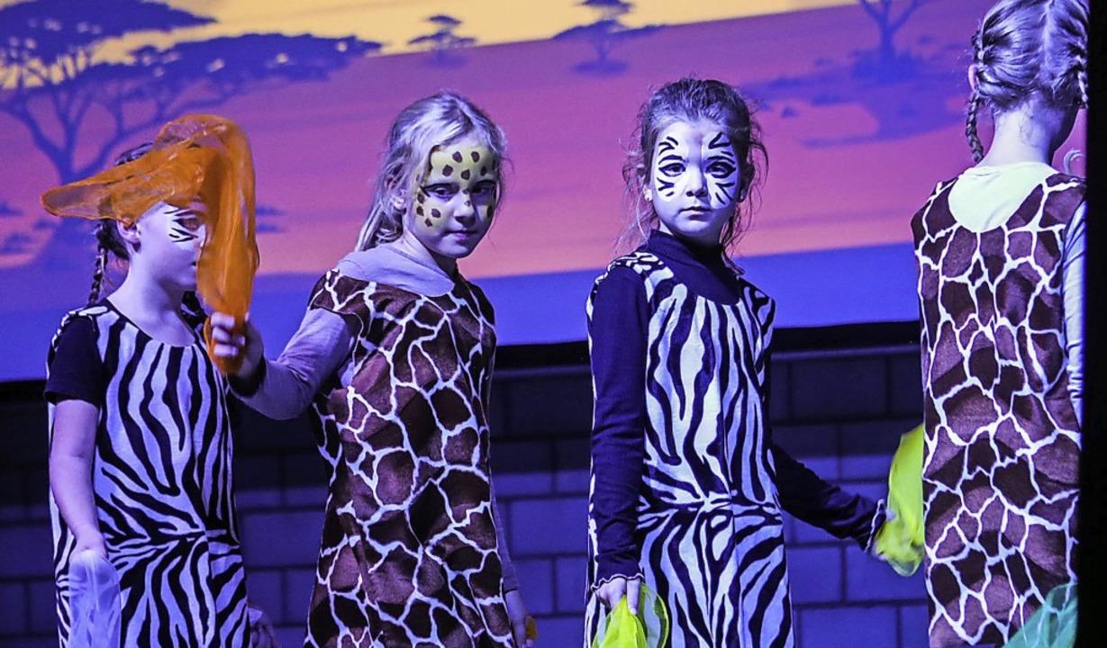 Zebras und Giraffen vereint. Da Kinder...20; endete mit einer klaren Botschaft.    Foto: Sandra Decoux-Kone