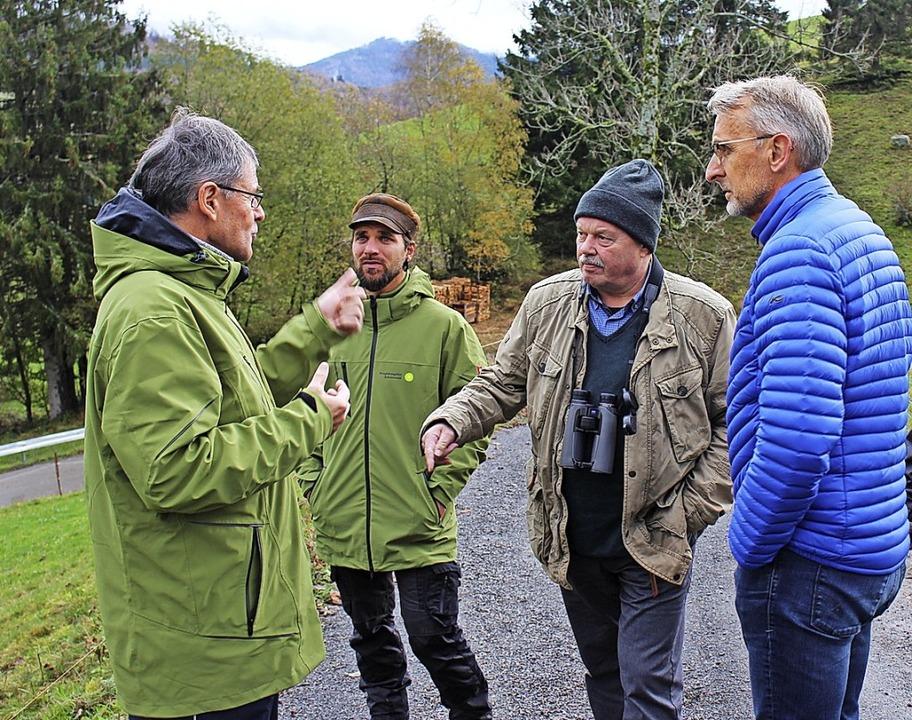 Klaus-Peter Schulze (Dritter von links... der Landwirtschaft am Belchen zeigen.  | Foto: Martin Klabund