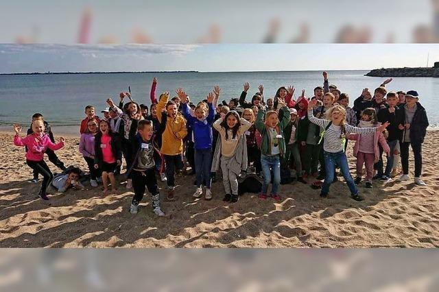 Gemeinsames Singen von Schülern aus Müllheim und Hombourg