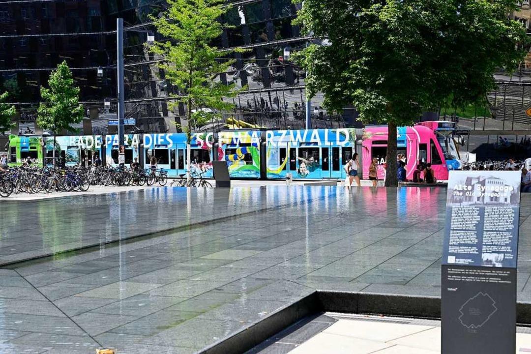 Bisher erläutern  Tafeln  am Erinnerungsbrunnen die Geschichte  des Ortes.    Foto: Thomas Kunz