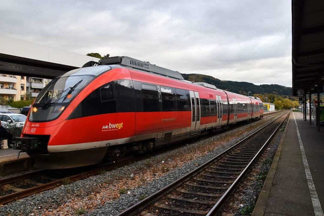 Der Zug aus Basel fährt leer nach Murg...iere wieder zurück nach Bad Säckingen.  | Foto: Stefan Ammann