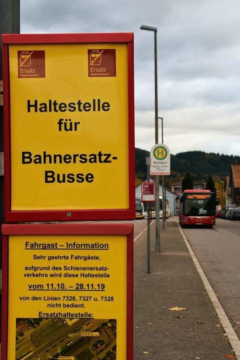 Bis Ende November geht's von Bad... Schienenersatzverkehr Richtung Osten.  | Foto: Stefan Ammann