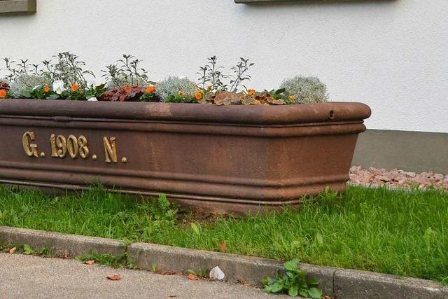 In Nollingen bekommt ein 111 Jahre alter Brunnentrog einen neuen Standort