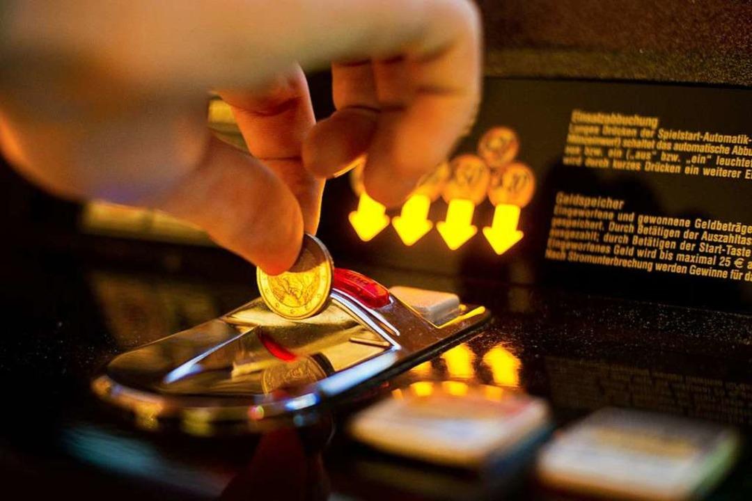 Die Betreiber von Spielautomaten müssen künftig mehr  Steuer  zahlen.    Foto: Ole Spata