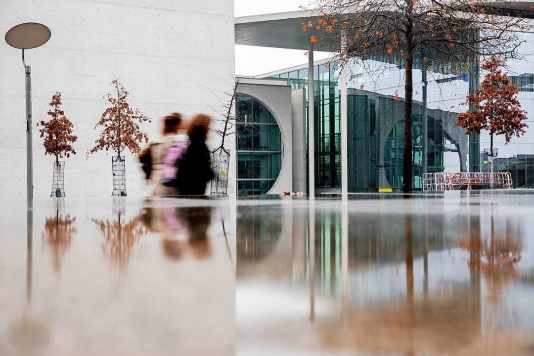 Das Marie-Elisabeth-Lüders-Haus (recht...us des Deutschen Bundestages in Berlin  | Foto: Christoph Soeder (dpa)