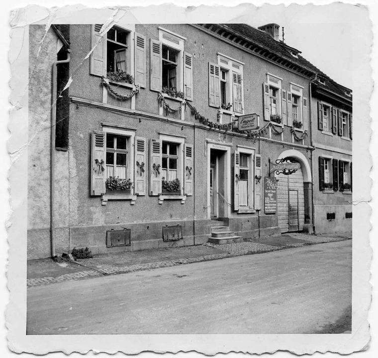 Historische Aufnahme des Goldenen Engels in Ihringen.  | Foto: Johannes Meger