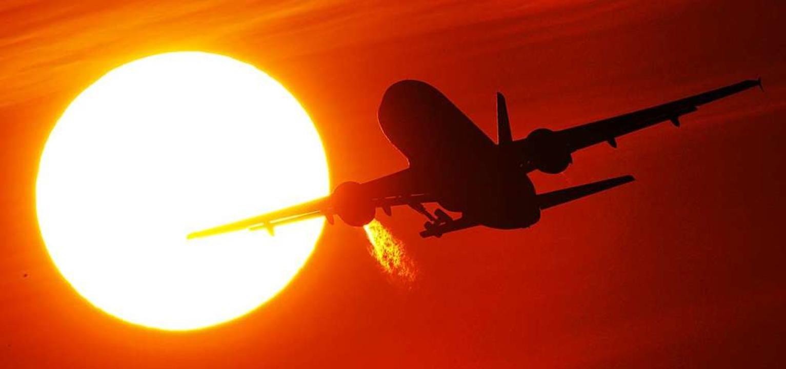 Übers Wochenende mit dem Flugzeug zum ...ss es aber auch erstmal besser machen.  | Foto: Julian Stratenschulte (dpa)