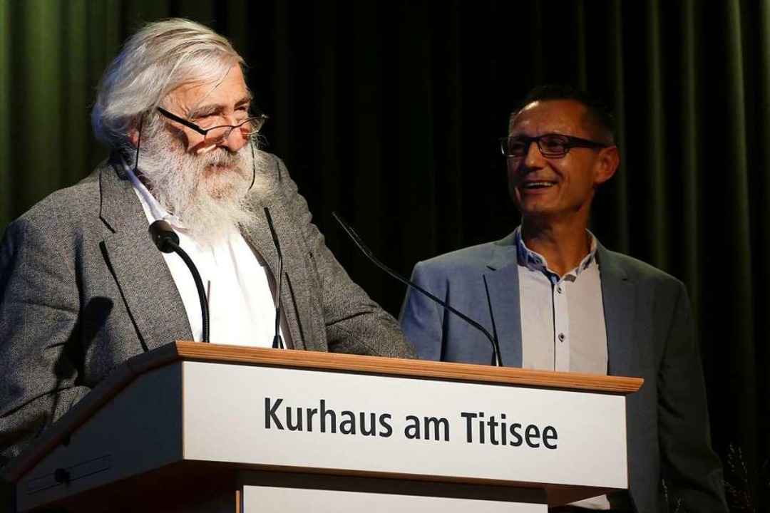 Martin Halm von der Energieversorgung ...rechts) und Stromrebell Michael Sladek  | Foto: Peter Stellmach