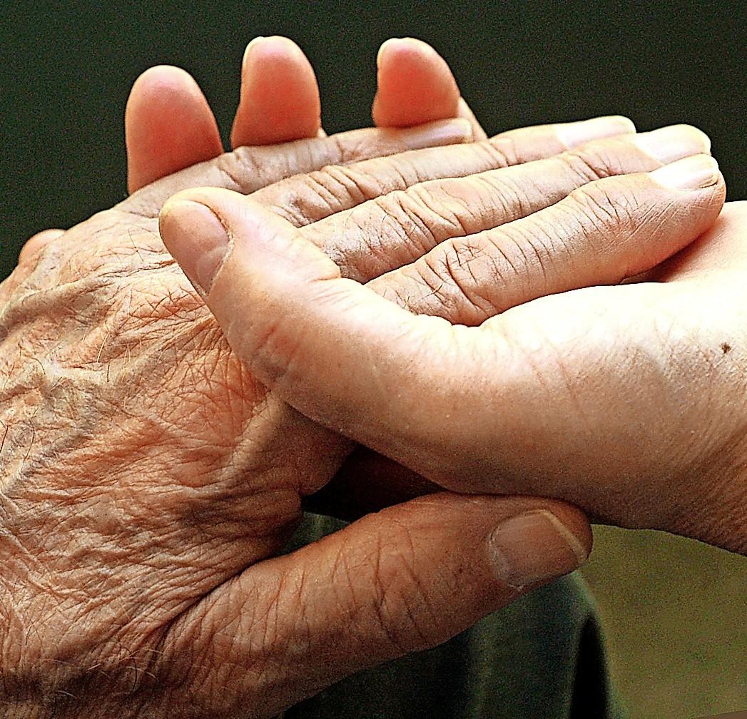 Hilfsbedürftigen Mitmenschen, eine Hand reichen - Lenzkirch - Badische Zeitung