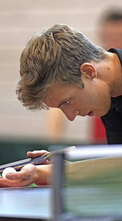Lukas Luchner beim Aufschlag   | Foto: Achim Keller