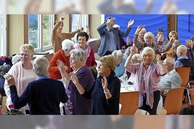 Tanz und Gesang zu Kaffee und Kuchen