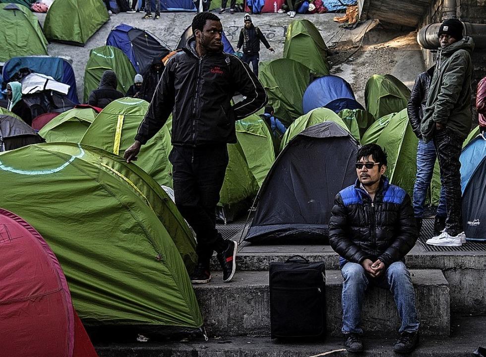 Migranten an der Porte de la Chapelle  | Foto: CHRISTOPHE ARCHAMBAULT