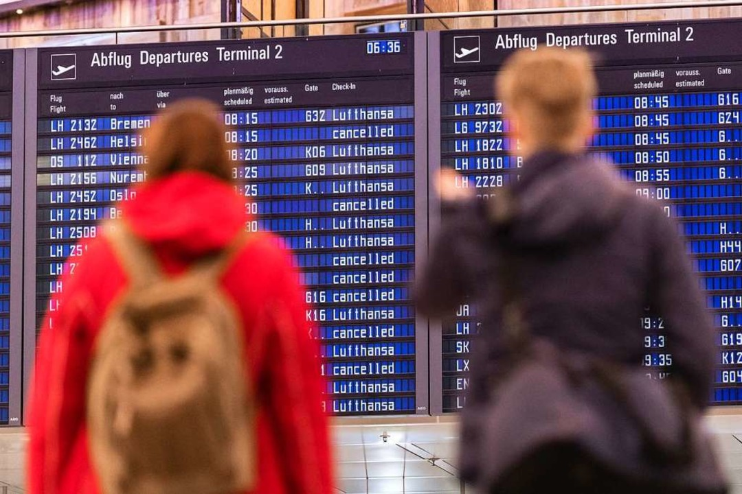 Weltweit fallen rund 600 Flüge aus.  | Foto: Matthias Balk (dpa)