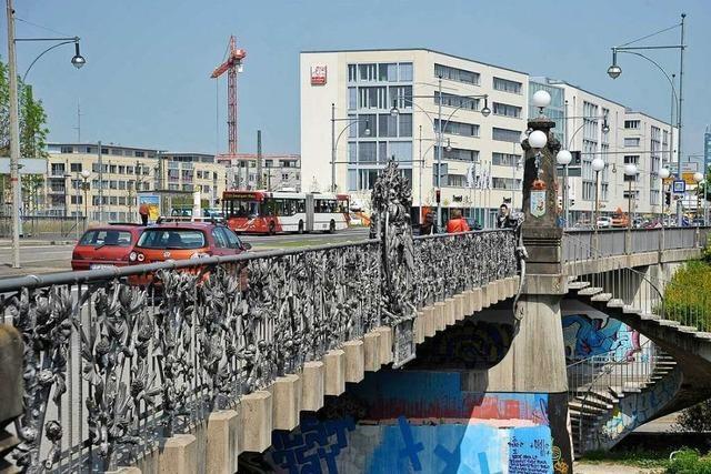 Autofahrerin missachtet rote Ampel an der Freiburger Schnewlinbrücke