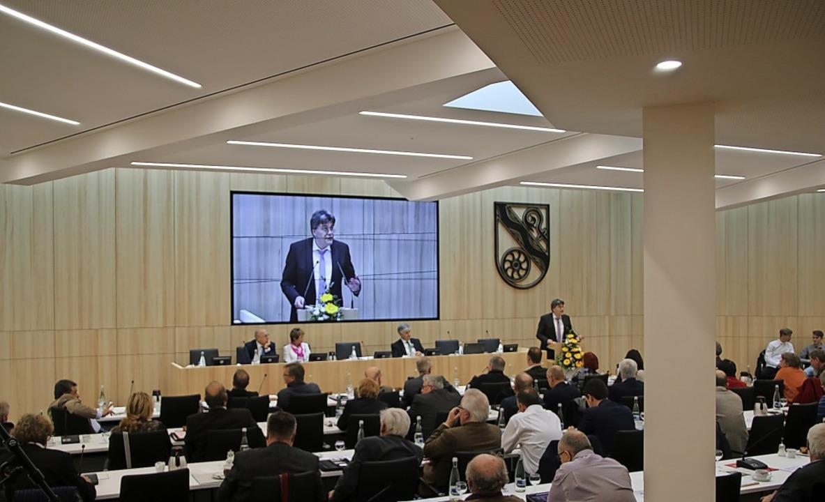 Im Kreisrat machte vor allem die stark...ege Front gegen Landrat Martin Kistler  | Foto: Kares, Julian