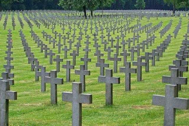 Wanderausstellung des Volksbund Kriegsgräberfürsorge macht in Gundelfingen Halt
