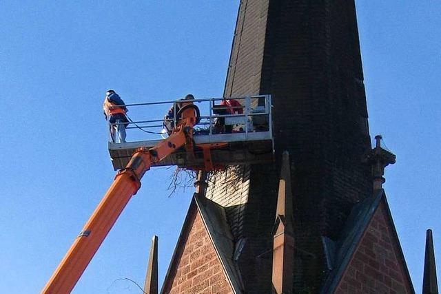Storchennest auf der Eichstetter Kirche abgebaut – aus Sicherheitsgründen