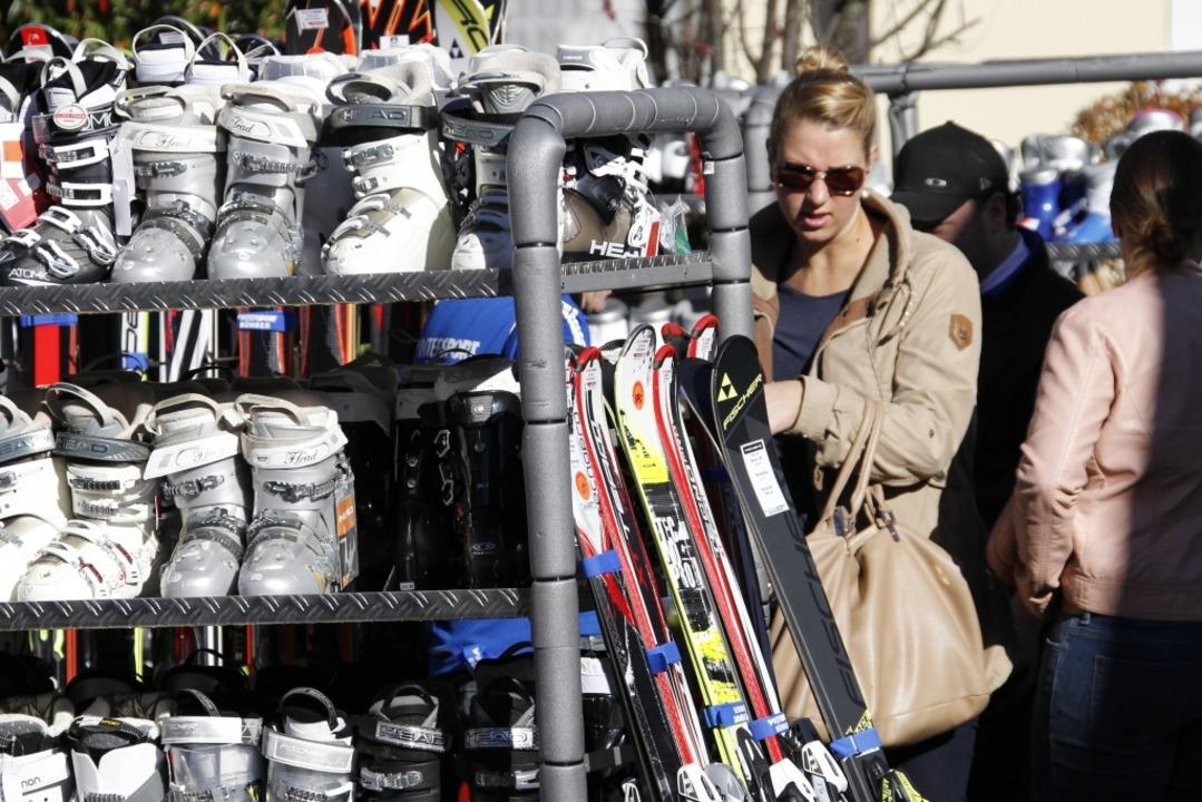 Bei den Brettlemärkten in Kirchzarten ...ng für die kommende Wintersportsaison.  | Foto: Jumedia