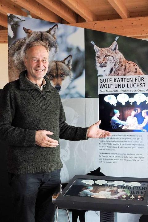 Feldbergranger Achim Laber vor dem neuen Ausstellungsmodul  | Foto: Susanne Gilg