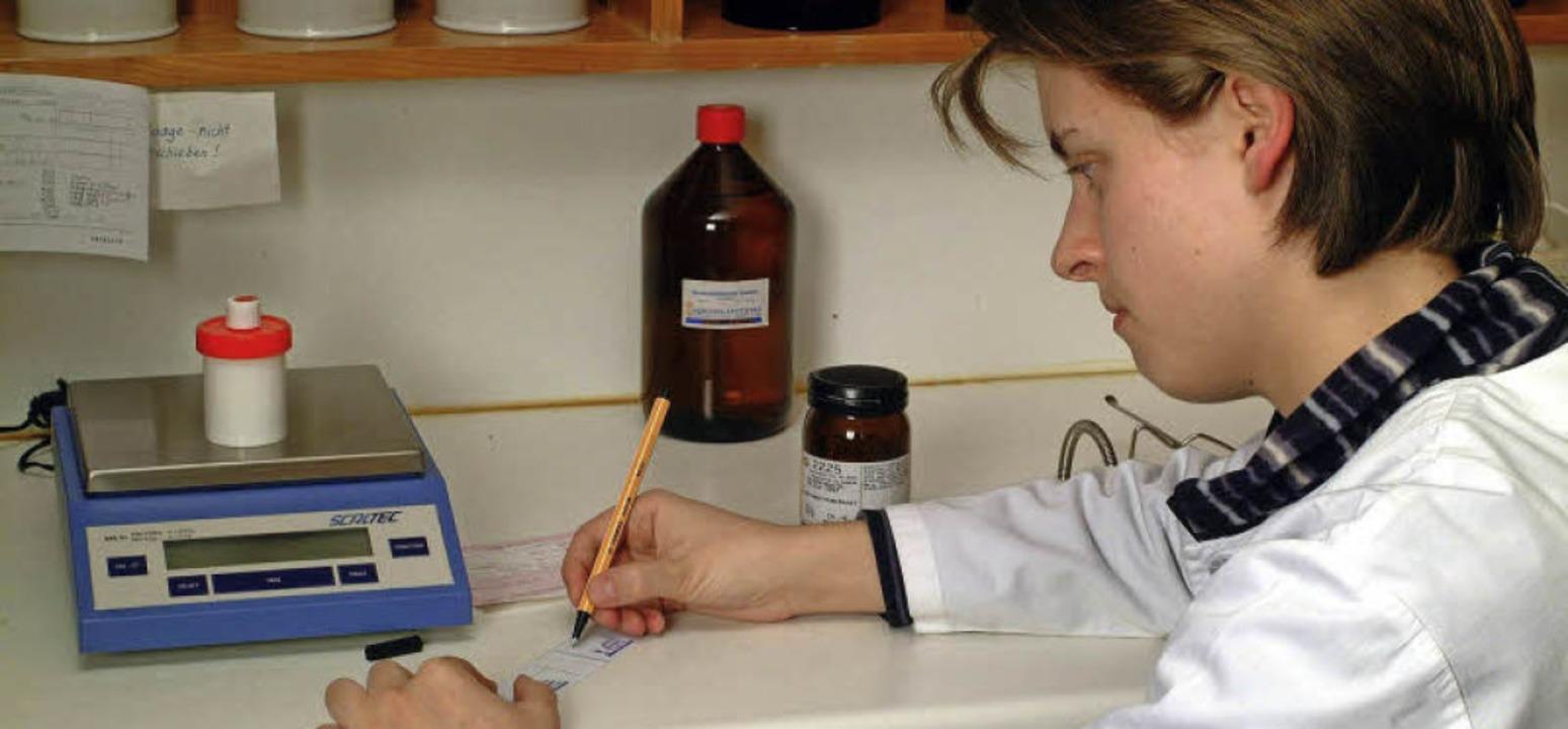 Pillendrehen ist passé - doch weiterhi... zu den wichtigsten Aufgaben des PTA.     Foto: abda