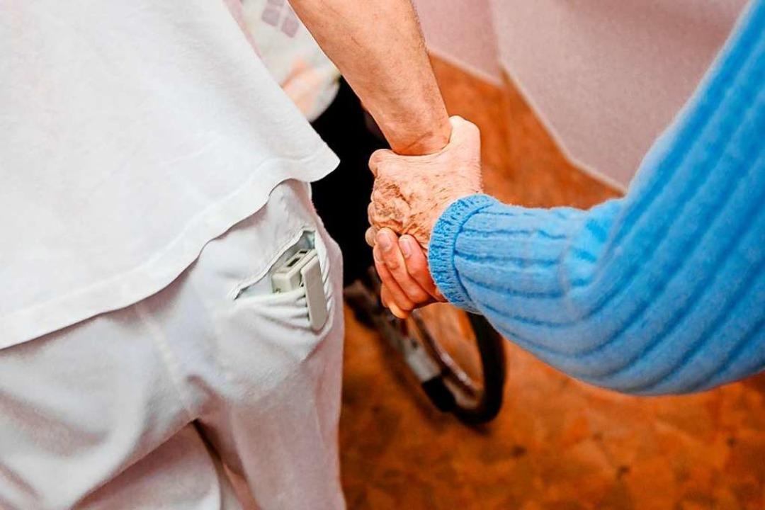 Wer zahlt das Pflegeheim?  | Foto: Markus Scholz (dpa)