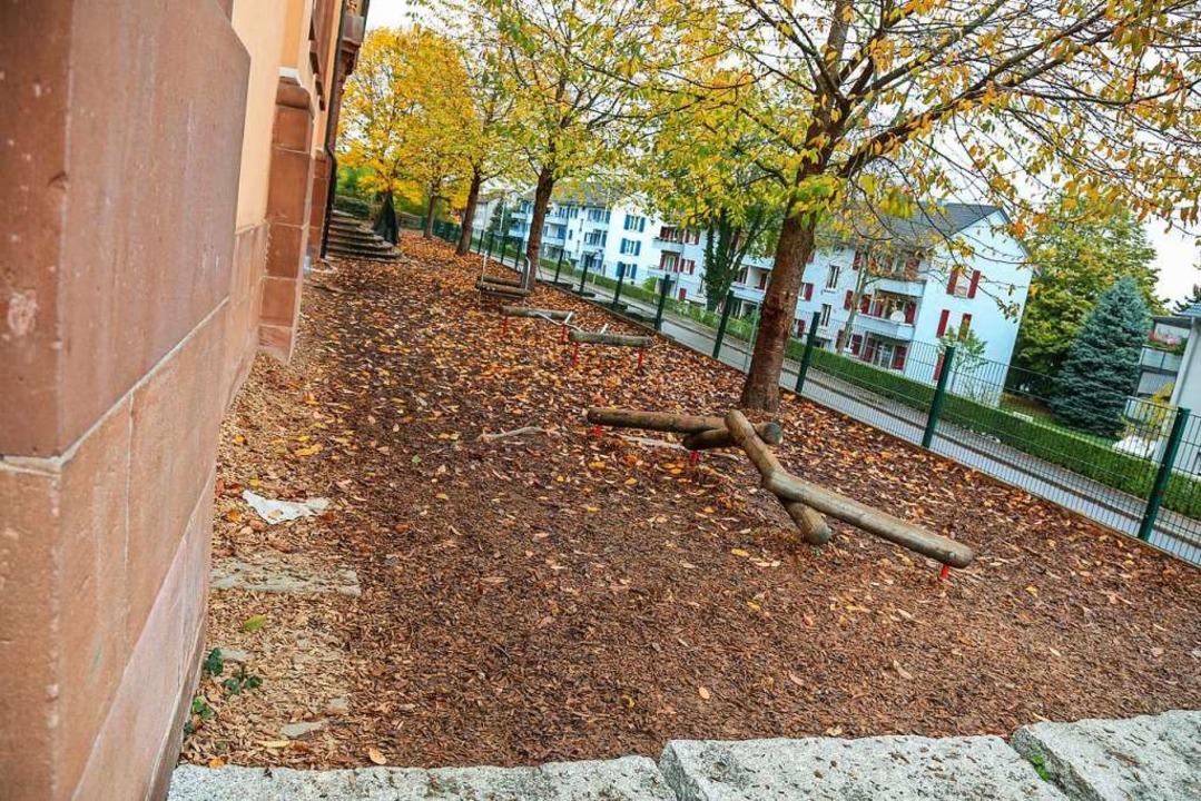Rindenmulch als Unterlage und Spielger... Pausenhof Nord nach der Umgestaltung.  | Foto: Sandra Decoux-Kone