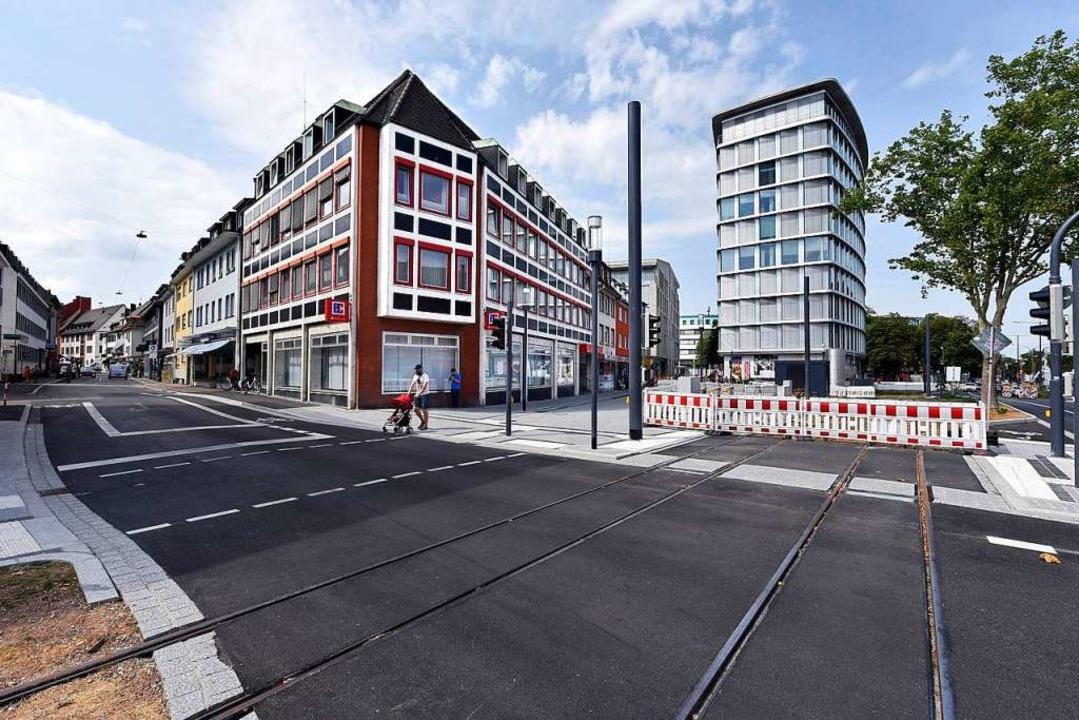 Kreuzung Friedrichsring und Merianstra...dfahrer und eine Straßenbahn zusammen.    Foto: Thomas Kunz