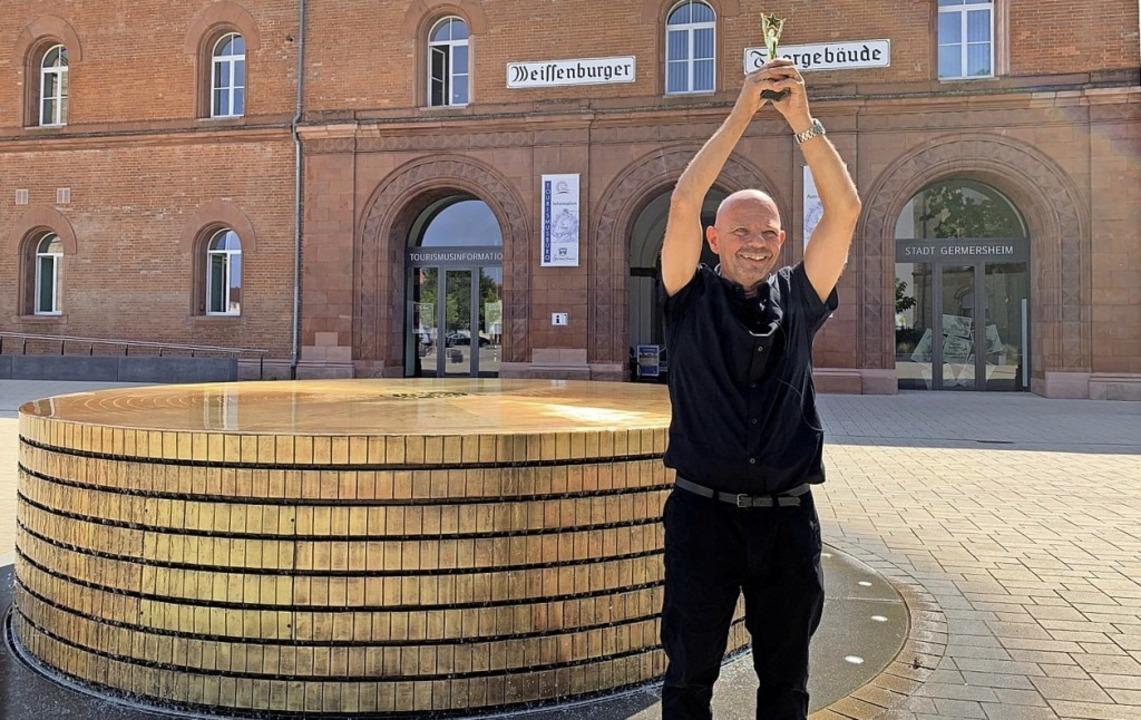 Der Riegeler Künstler Peter Zimmermann...runnen in Germersheim in der Südpfalz.  | Foto: Privat