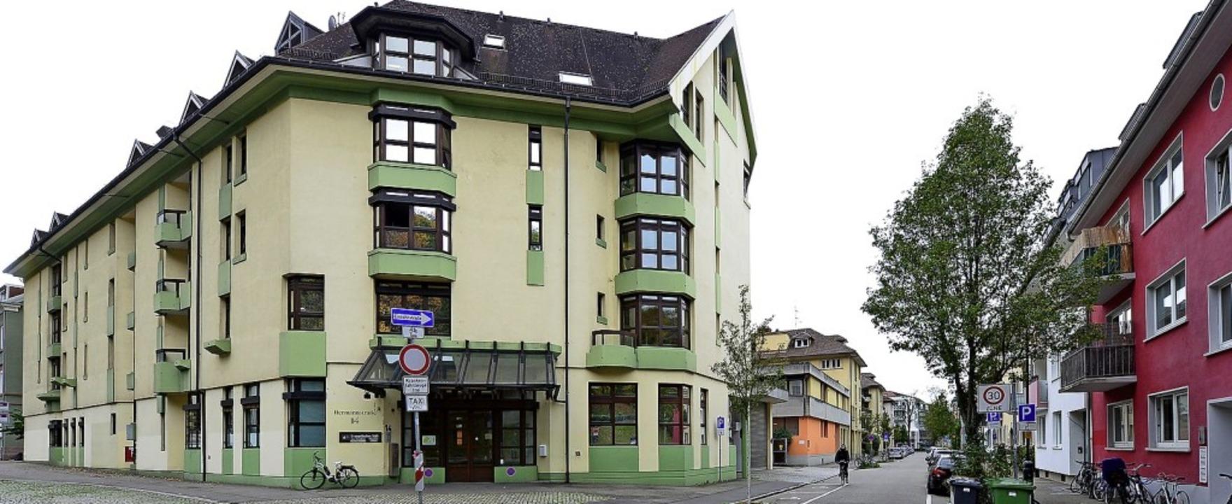 """Das """"Haus Schloßberg"""" wird... zwei angrenzenden Gebäude abgerissen.    Foto: Ingo Schneider"""