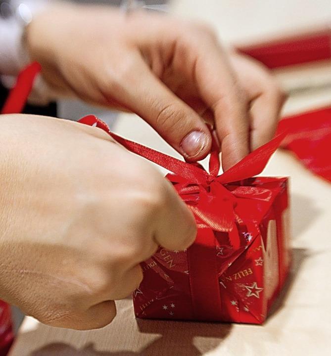 Nicht jeder bekommt zum Fest ein Geschenk vom Chef.  | Foto: Friso Gentsch