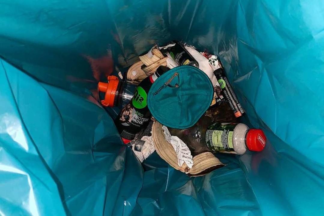 Nach dem Angriff im Fitnessstudio: Die Kippa im Mülleimer  | Foto: Samuel K.