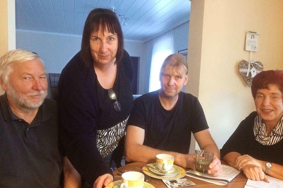 Wiedersehen nach 30 Jahren: Elke und D...Schiege und Viola Hirsing (von links).  | Foto: Annemarie Rösch