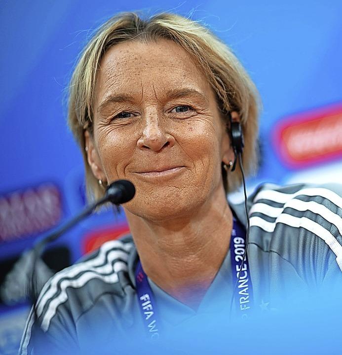 """Bundestrainerin Martina Voss-Tecklenbu...ür alle etwas  ganz Besonderes.""""    Foto: Sebastian Gollnow (dpa)"""