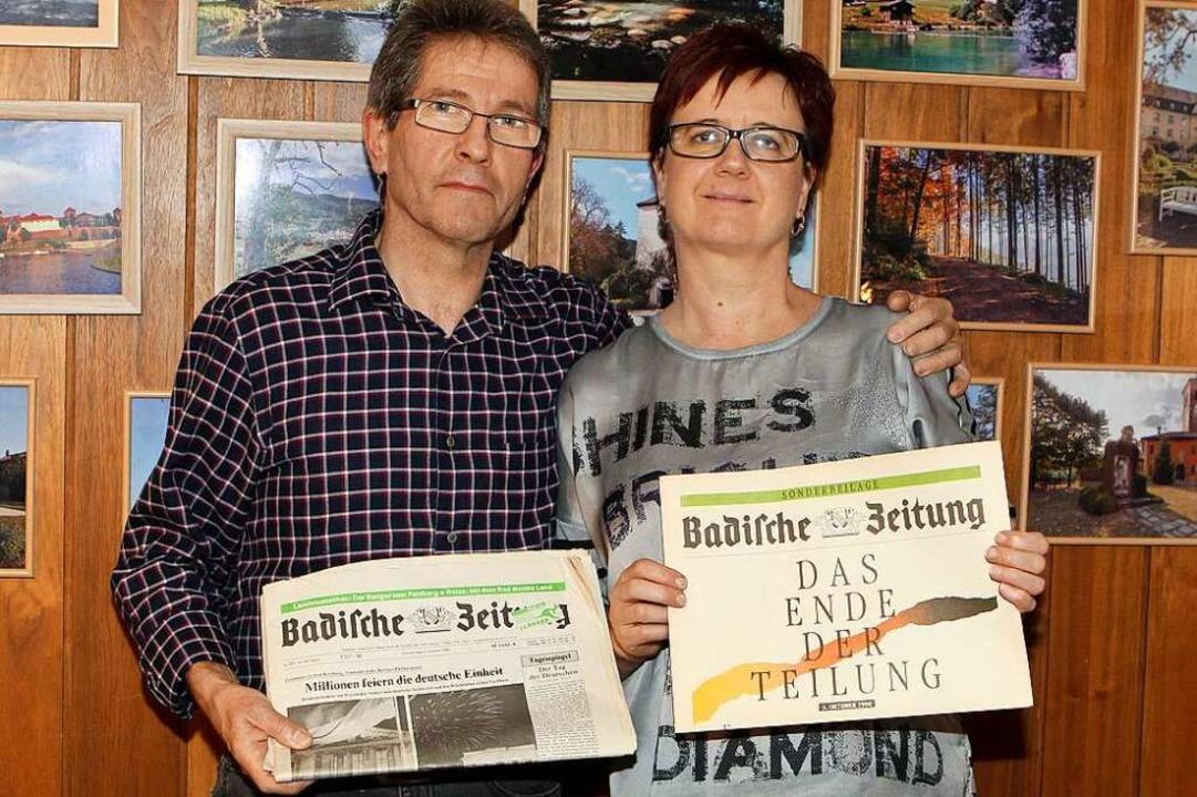 Für sie sind Mauerfall und Wiederverei...it ihren BZ-Ausgaben vom Oktober 1990.  | Foto: Daniel Hengst