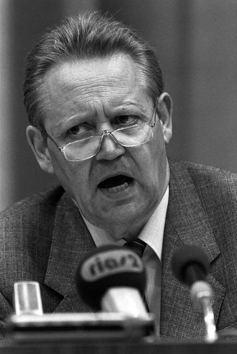 DDR-Regierungssprecher  Schabowski am 9. November 1989 kurz vor 19 Uhr  | Foto: A0009 dpa