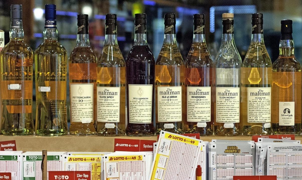 Whisky und Lotto – der Spirituos...ndler ist immer noch ein echter Kiosk.  | Foto: Stephan Elsemann; ACHTUNG: Nur in Rück...dem Fotografen Zweitverwertung möglich